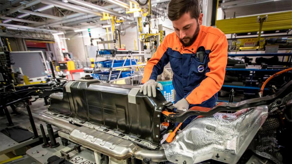 252194_plug-in_hybrid_battery_pack_mounted_in_an_xc40_at_volvo_cars_ghent_plant1280.jpg